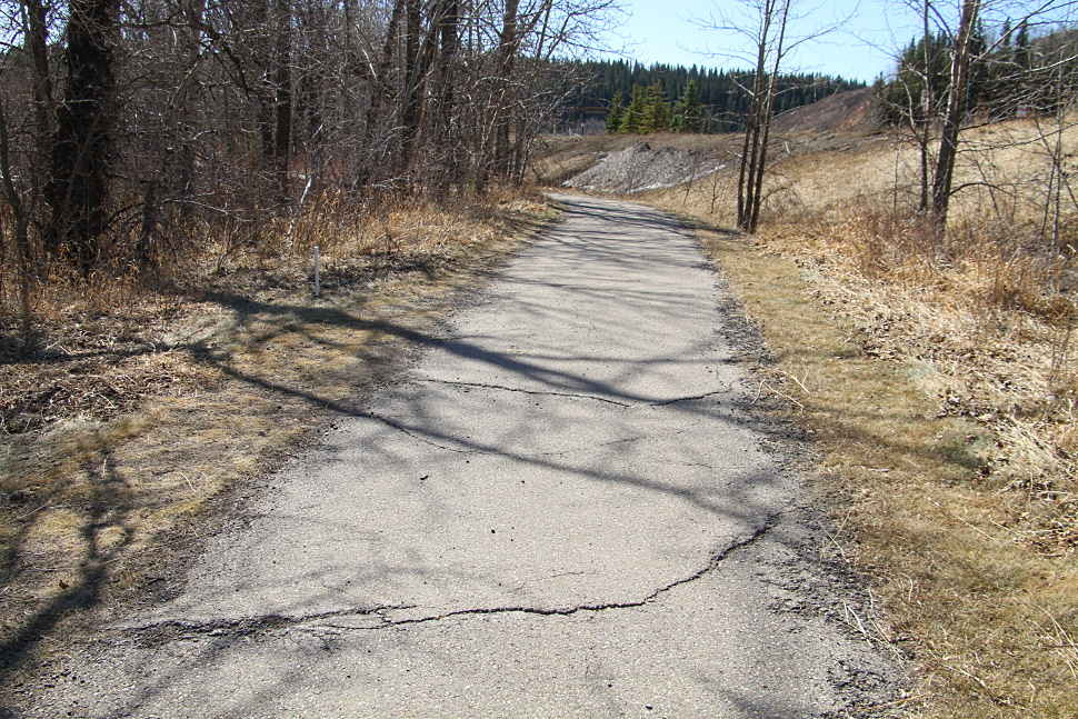 west side of jumppound pathway.jpg